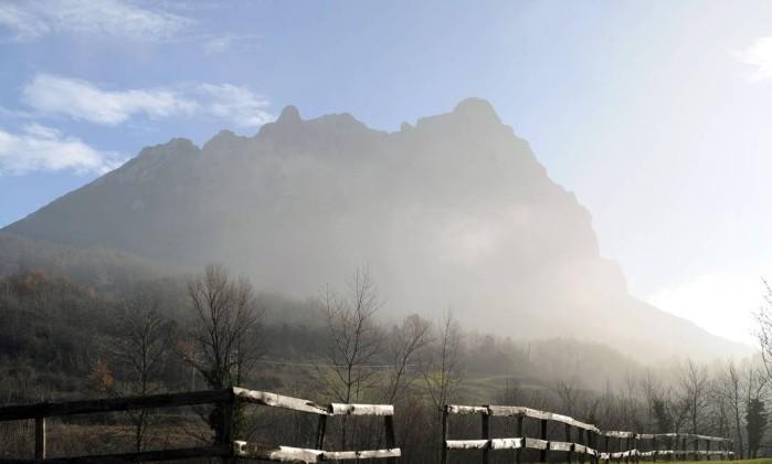 Na comuna há um pico de 1.200 metros de altura, que, de acordo com a profecia, seria um dos locais poupados pelo apocalipse. Eric Cabanis / AFP