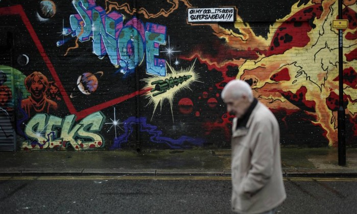 Em Londres, um painel de arte de rua faz referências ao apocalipse Matt Dunham / AP