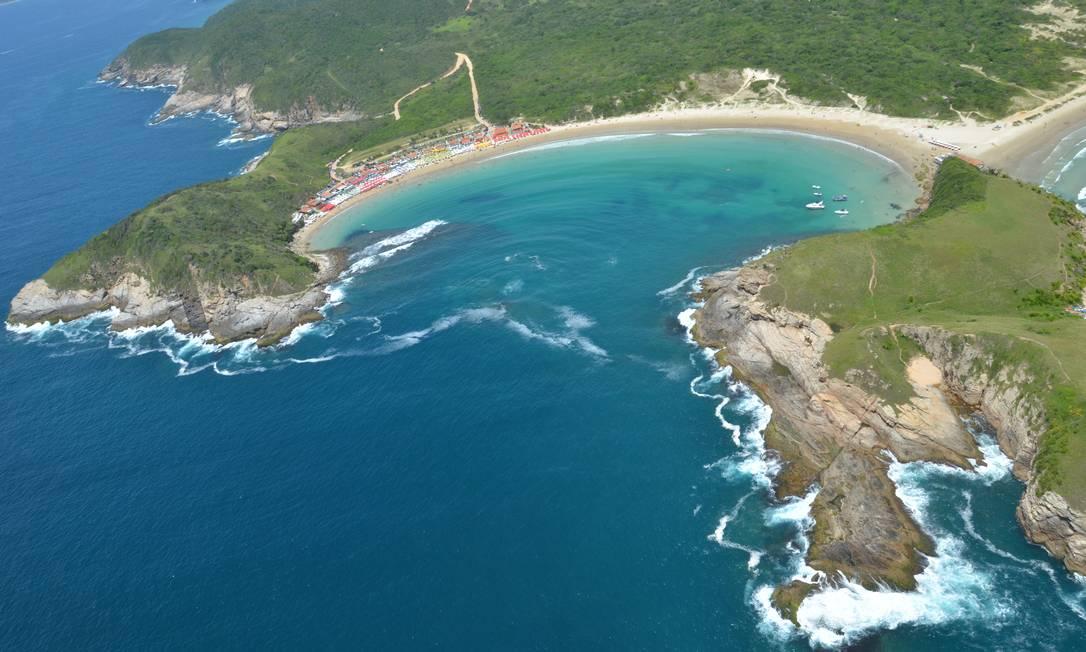 Vista aérea da Praia das Conchas, em Cabo Frio Foto: Ernesto Galiotto / Divulgação
