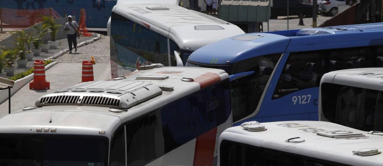 Nó causado por ônibus no novo percurso para a entrada na Rodoviária Novo Rio Foto: Ana Branco / O Globo