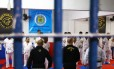 Detentos do Complexo de Gericinó treinando MMA