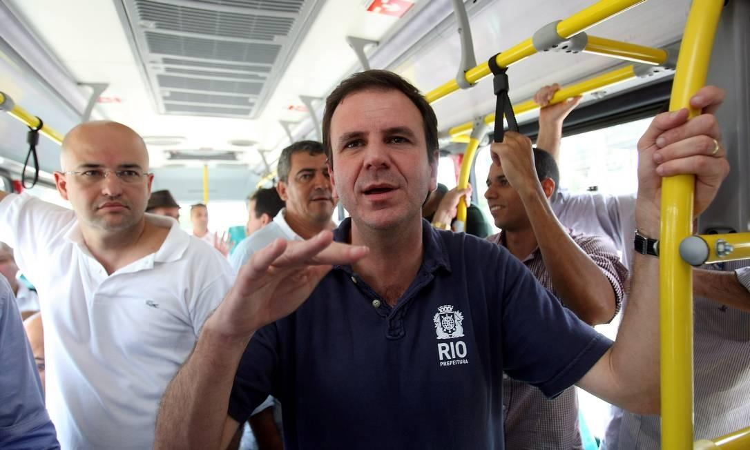 Paes falou sobre o problema das mudanças no Pacote Olímpico ao inaugurar um novo trecho do BRT neste sábado Foto: Felipe Hanower / O Globo