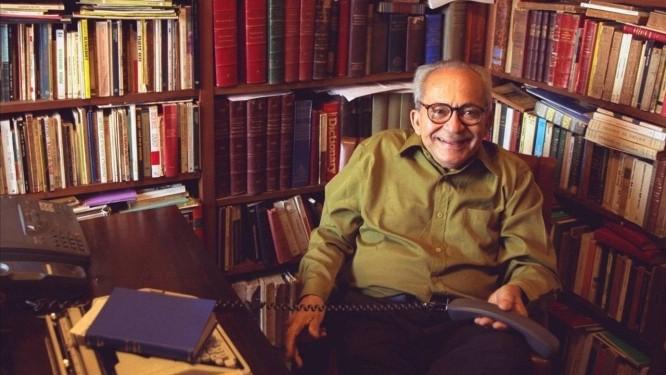 O escritor e jornalista alagoano Lêdo Ivo, que morreu na Espanha Foto: Marcelo Carnaval / Agência O Globo - 21/07/1998