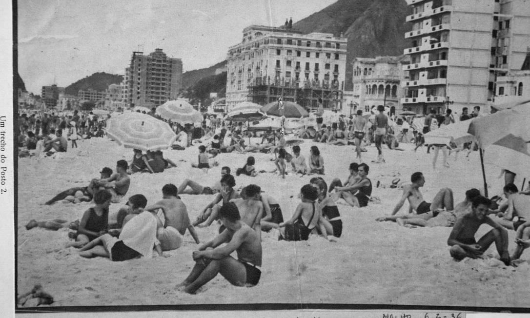 """Cariocas curtindo um solzinho no Posto 2, em Copacabana, """"antes de cahir nágua"""": foto saiu na revista Careta no ano de 1932 Reprodução/Acervo de Fernando da França Leite"""
