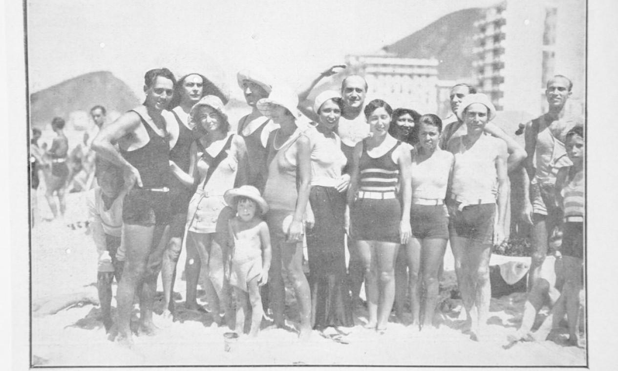 Uma turma do Posto 2, em Copacabana, em foto de 1932 publicada na Careta Foto: Reprodução/Acervo de Fernando da França Leite