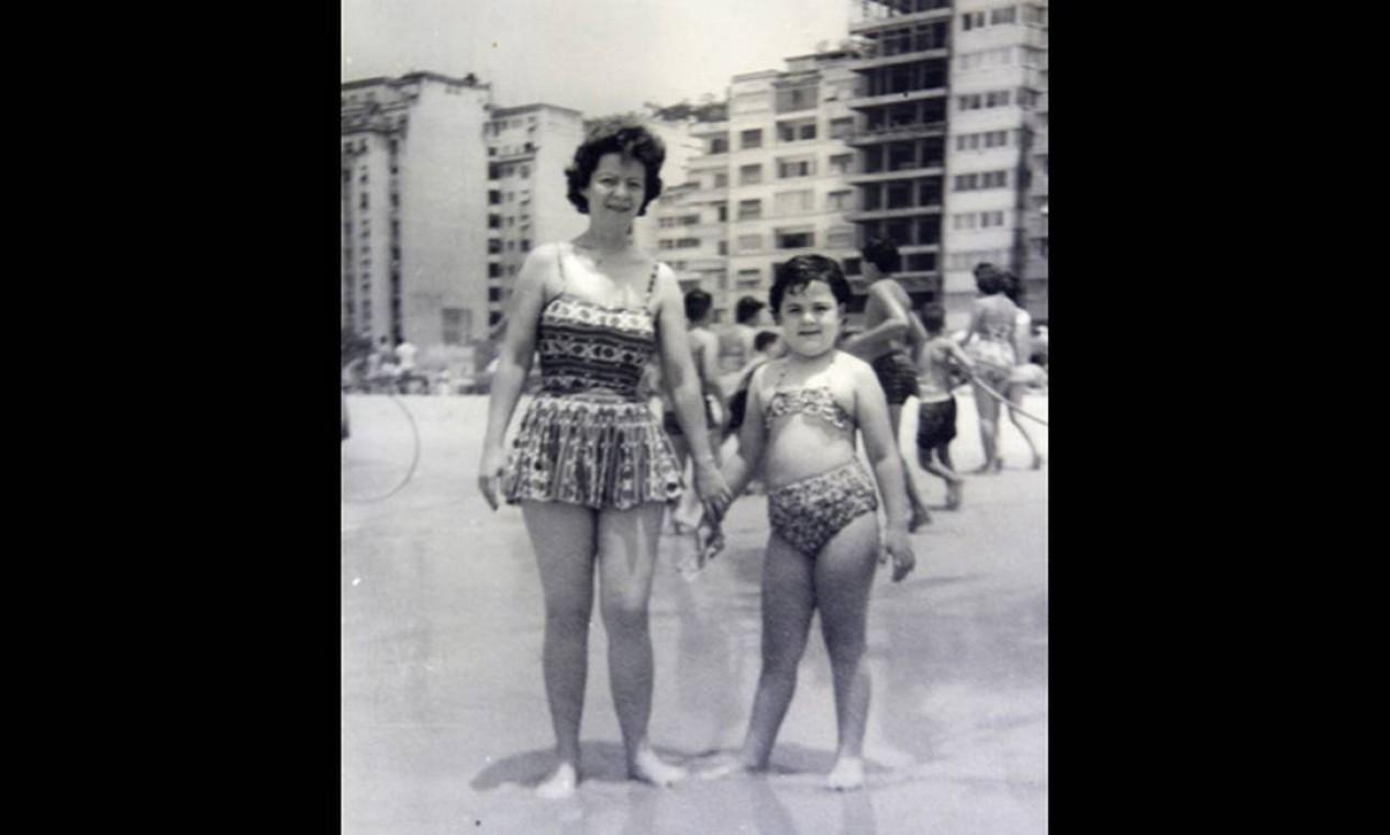 Família na Praia de Copacabana em foto de 1957 Foto: Reprodução/Acervo de Fernando da França Leite