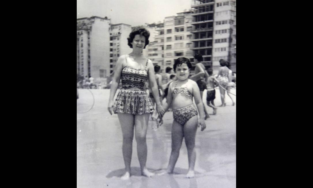 Família na Praia de Copacabana em foto de 1957 Reprodução/Acervo de Fernando da França Leite