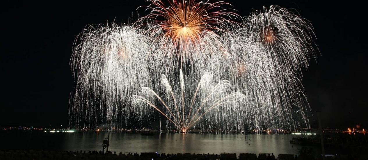 Novo efeito vai reproduzir confetes brilhantes e flutuantes durante queima de fogos em Copacabana Foto: Divulgação / Prefeitura do Rio