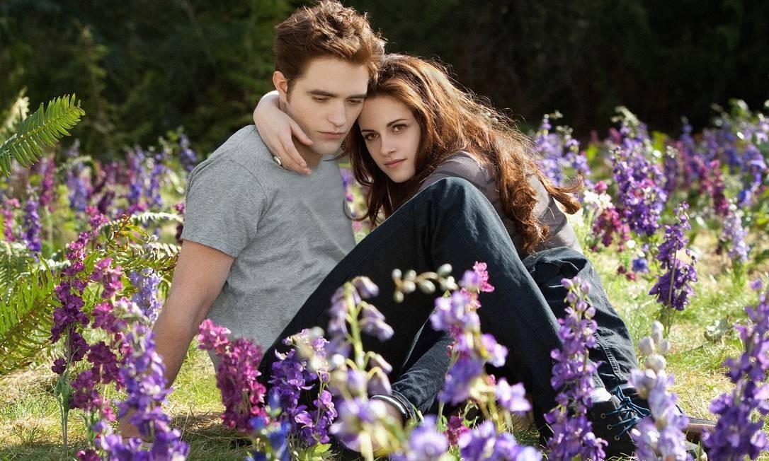 """Robert Pattinson e Kristen Stewart juntos em cena de """"Amanhecer — Parte 2"""" Foto: Divulgação"""