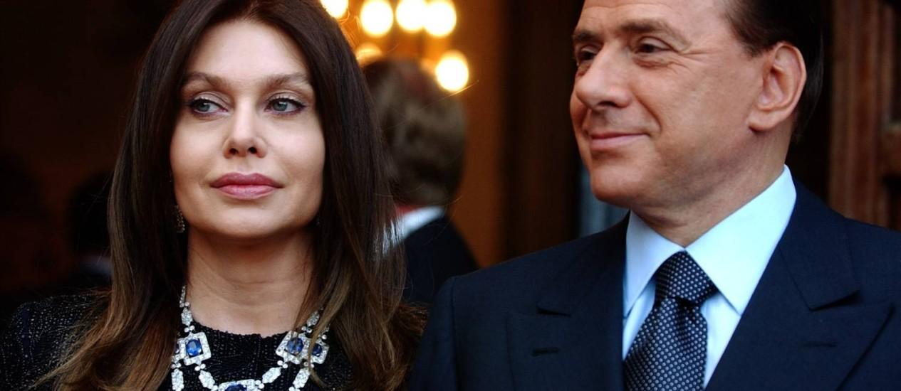 Veronica e Berlusconi, em Roma, em junho de 2004, quando ainda eram casados Foto: AP/Susan Walsh