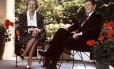 Foto de 1987 mostra a ex-premier britânica Margaret Thatcher ao lado do ex-presidente americano Ronald Reagan
