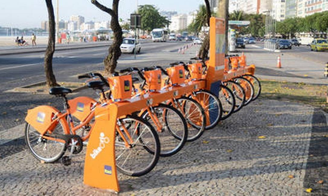 Grande parte dos bicicletários do Bike Rio fica na orla carioca Foto: Divulgação