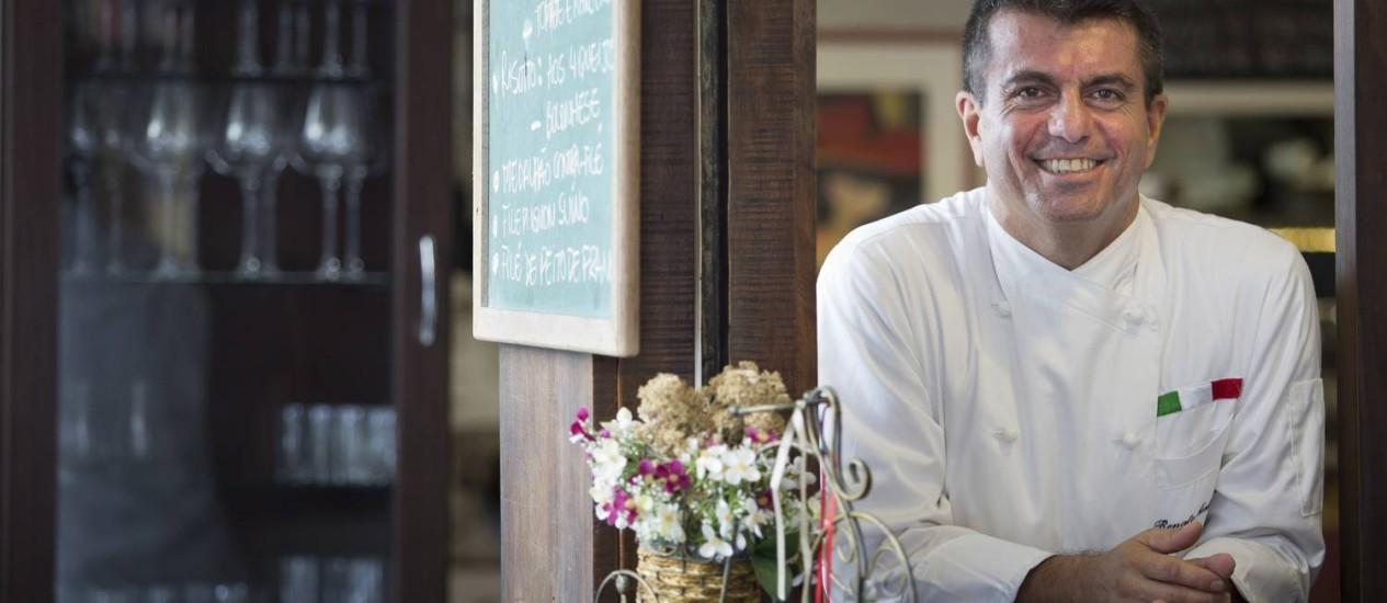 Casa cheia. Renato Ialenti deixou a Itália e abriu restaurante no Rio: certeza de fechar as contas no azul no fim do mês Foto: Mônica Imbuzeiro / O Globo