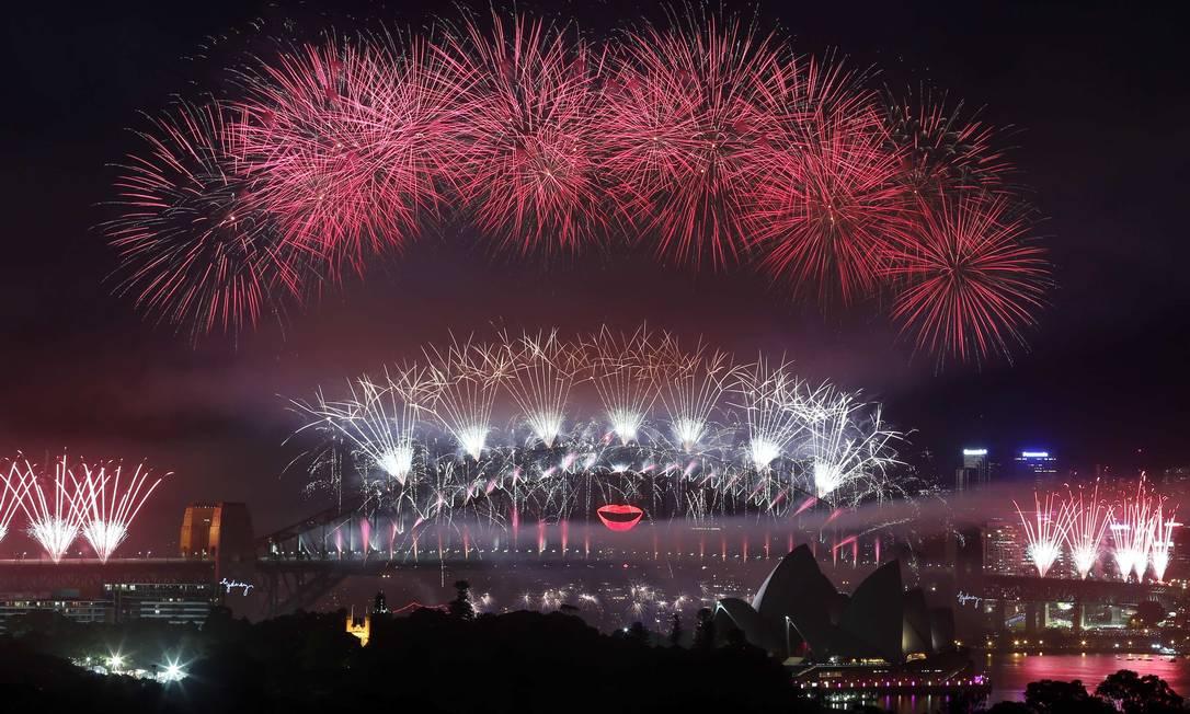 A Ponte da Baía de Sydney é o cenário para a queima de fogos, na Austrália, onde 2013 chegou às 11h do horário de Brasília DAVID GRAY / REUTERS