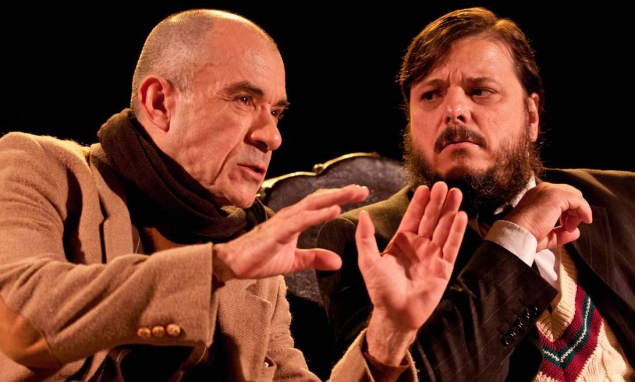 A peça 'A arte da comédia' tem texto de Eduardo de Filippo e os atores Ricardo Blat e Thelmo Fernandes no elenco Foto: Paula Kossatz / Divulgação
