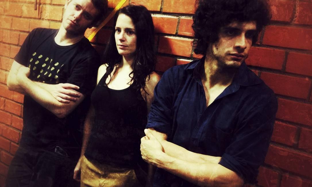 Pablo Sanábio, Natália Lage e Fabrício Belsoff atuam em 'Edukators', que tem dramaturgia de Rafael Gomes para roteiro original do alemão Hans Weingartner Divulgação