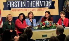 As cinco mulheres que representarão o estado de New Hampshire. Da esquerda, Maggie Hassan, governadora eleita; Ann McLane Kuster e Carol Shea-Porter, deputadas; Kelly Ayotte and Jeanne Shaheen, senadoras Foto: AP / Jim Cole