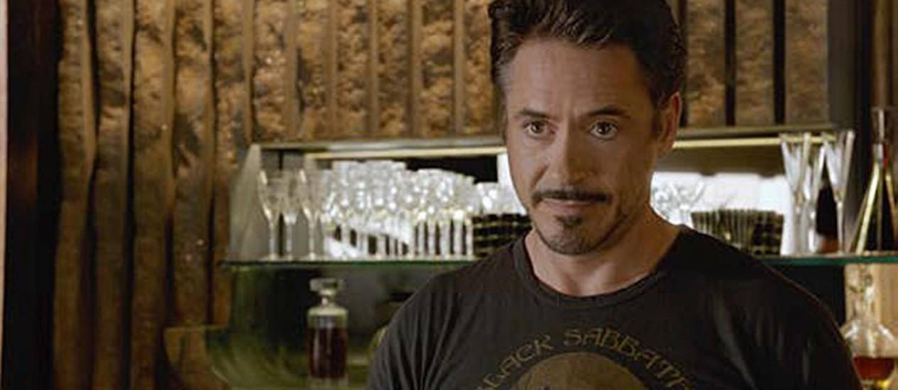 Robert Downey Jr. desfila com camiseta do Black Sabbath em cena de 'Os vingadores' Foto: Reprodução