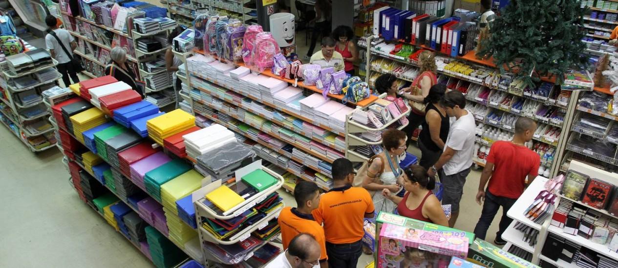 Lojas do Rio já reforçaram estoques de materiais escolares para 2013 Foto: FOTO: Rafael Moraes / Agência O Globo