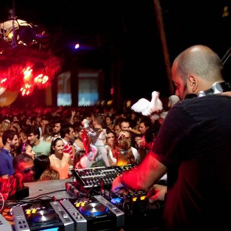Rodrigo Penna é o DJ e produtor por trás do Bailinho Foto: Paula Kossatz / Divulgação