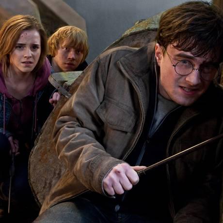 """Os atores Emma Watson, Rupert Grint e Daniel Radcliffe em cena de """"Harry Potter e as Relíquias da Morte — Parte 2"""" Foto: Divulgação"""
