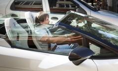 Roberto Carlos percorre a Urca, onde mora, em seu Lamborghini conversível Foto: Leo Martins / Agência O Globo