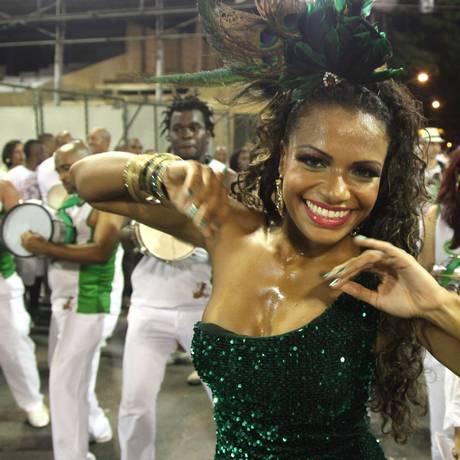 Quitéria Chagas volta ao posto de rainha de bateria Foto: O GLOBO / Fabio Rossi