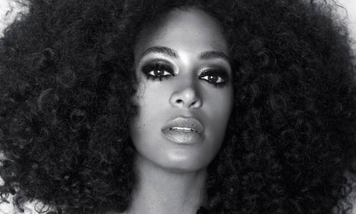 """SOLANGE KNOWLES: A irmã mais nova de Beyoncé deu as costas às grandes gravadoras, aproximou-se de artistas de rock indie e eletrônica (fazendo covers de Chromeo e Dirty Projectors) e acaba de lançar um EP, """"True"""", pelo selo independente Terrible. Divulgação"""