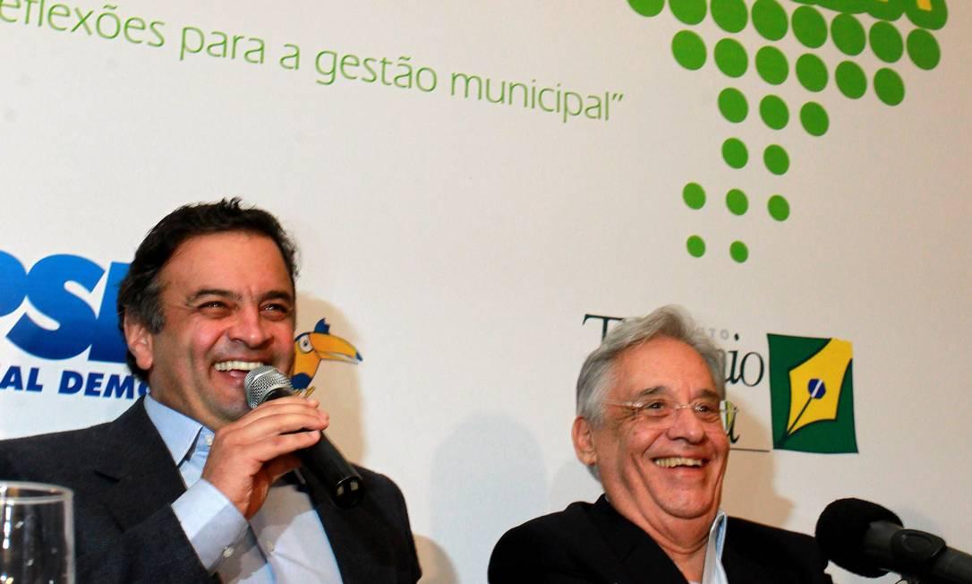 Aécio Neves tem o apoio do ex-presidente Fernando Henrique Cardoso Foto: Ailton de Freitas / O Globo - 3.12.2012
