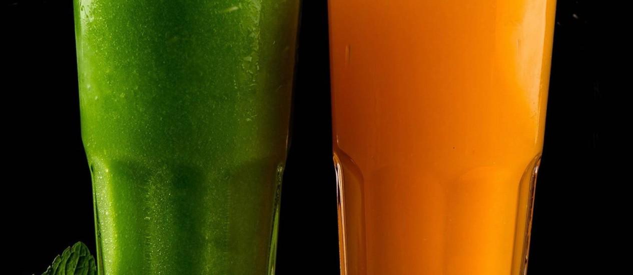 Sucos de frutas cítricas, como o de tangerina, e as combinações com menta, são uma opção para refrescar nos dias mais quentes de verão Foto: Marco Sobral / Divulgação