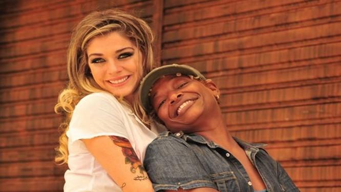 'Pé na cova': Luma Costa e Mart'nália formam o casal Odete Roitman e Tamanco Foto: Divulgação
