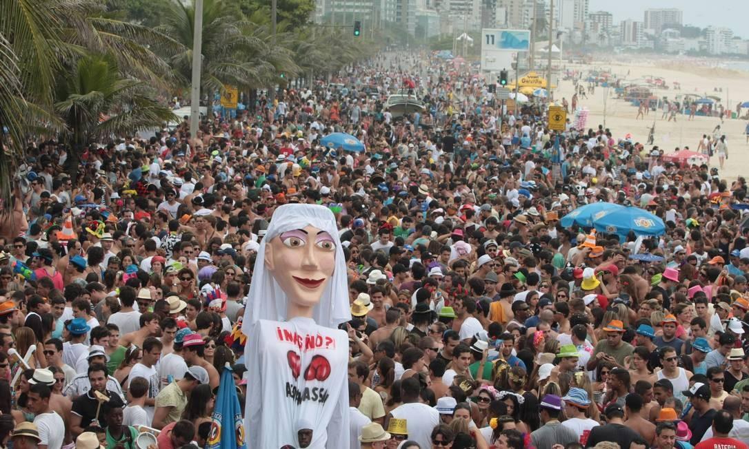 Bloco Imaginô? Agora Amassa! vai desfilar na praia do Leblon neste ano Foto: Arquivo O Globo 11/02/2012 / Hudson Pontes