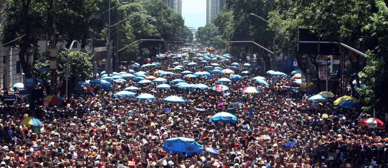 Monobloco arrastou 500 mil pessoas na Rio Branco em 2012 Foto: Arquivo O Globo 26/02/2012 / Ana Branco