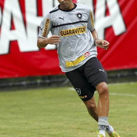 Bolívar treina com o elenco do Botafogo desde de terça-feira Foto: O Globo / Cezar Loureiro