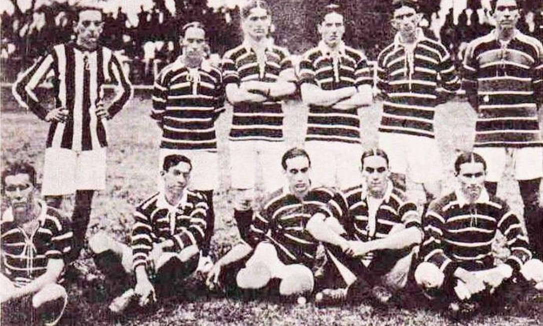 Time do Flamengo de 1914, ano do primeiro título carioca do clube. No ano seguinte, viria o primeiro bicampeonato Arquivo