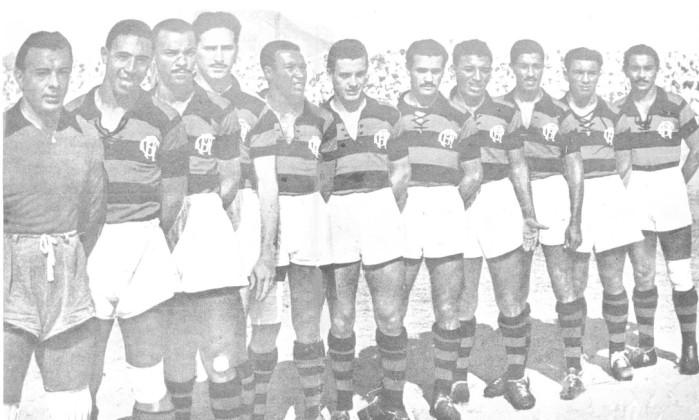 O time do primeiro tricampeonato, em 1944: o argentino Valido (quarto na final), foi o herói do título ao marcar o gol da vitória sobre o Vasco na final, aos 43 do segundo tempo. O grupo contava com outros nomes que marcaram época, como Jaime de Almeida (quinto), Bria (sexto), Pirilo (sétimo) e Zizinho (oitavo na fila). Arquivo