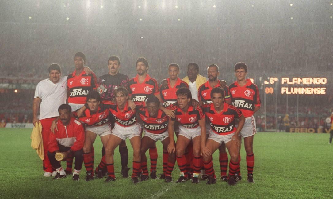 O último Carioca de Júnior: já veterano, o meia comandou um time de jovens promessas como Zinho, Paulo Nunes e Júnior Baiano na conquista do título de 1991 Cezar Loureiro / Cezar Loureiro/19-12-1991