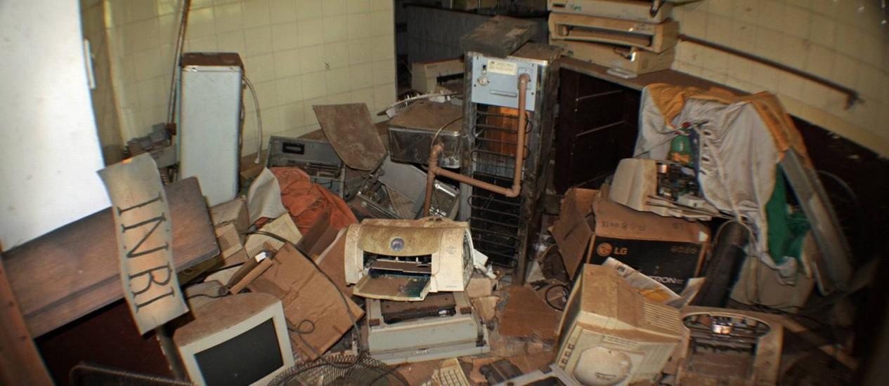 Penúria . Em Holambra (SP), o prefeito Fernando de Godoy encontrou sucata, salas sem mobília e computadores incompletos; ele pede que a população pague o IPTU em dia