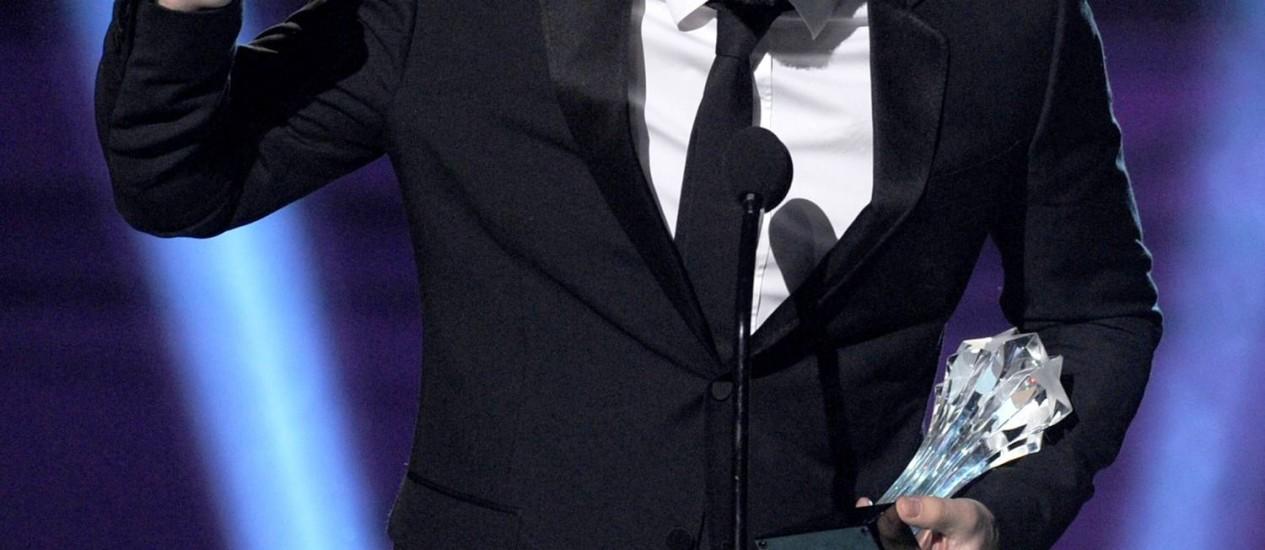 Ben Affleck comemora sua premiação como melhor diretor no Critics' Choice Awards Foto: AFP