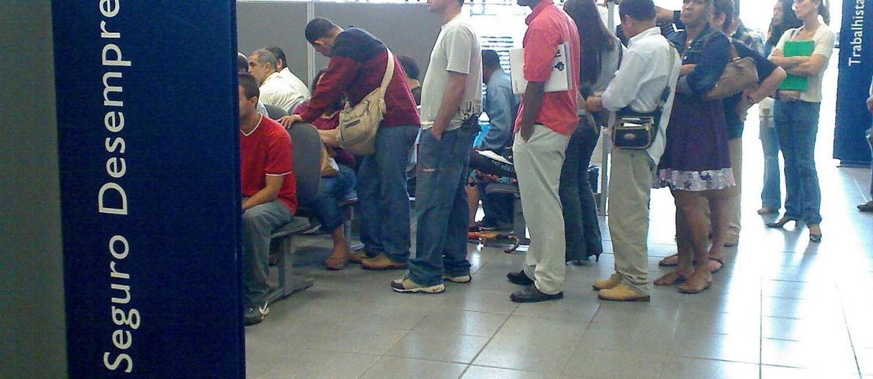 Fila para pedir seguro-desemprego no Ministério do Trabalho, no Rio Foto: O Globo/Arquivo