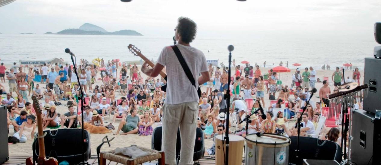 Luis Carlinhos toca domingo na tenda do Projeto Verão Rio em Ipanema Foto: Pedro Kirilos / O Globo