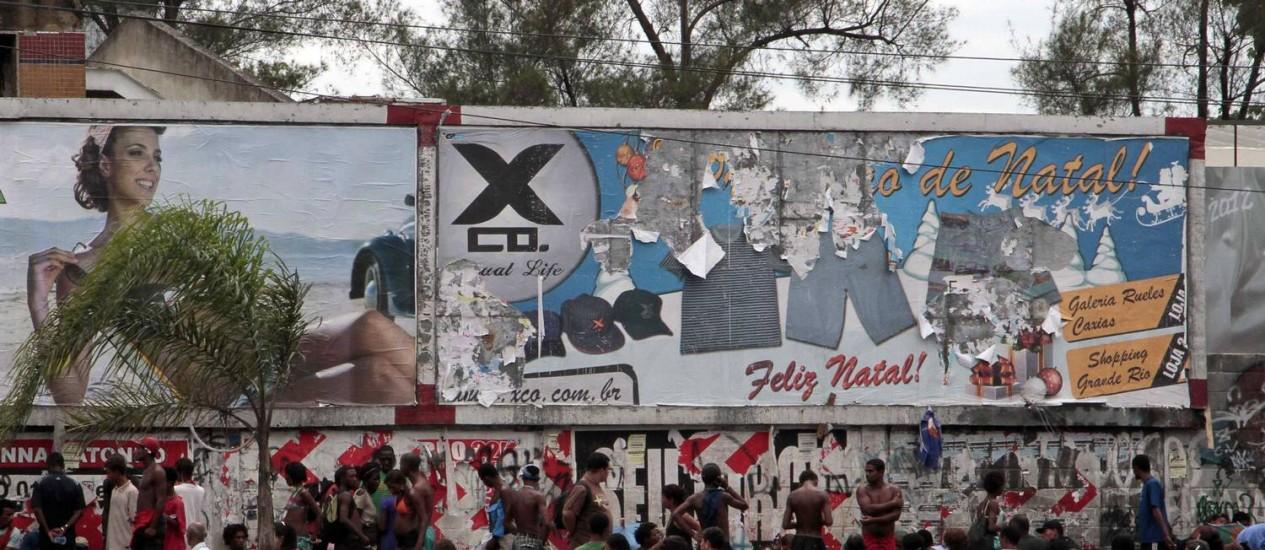 Usuários de crack na avenida Brasil Foto: Reginaldo Pimenta / Agência O Globo
