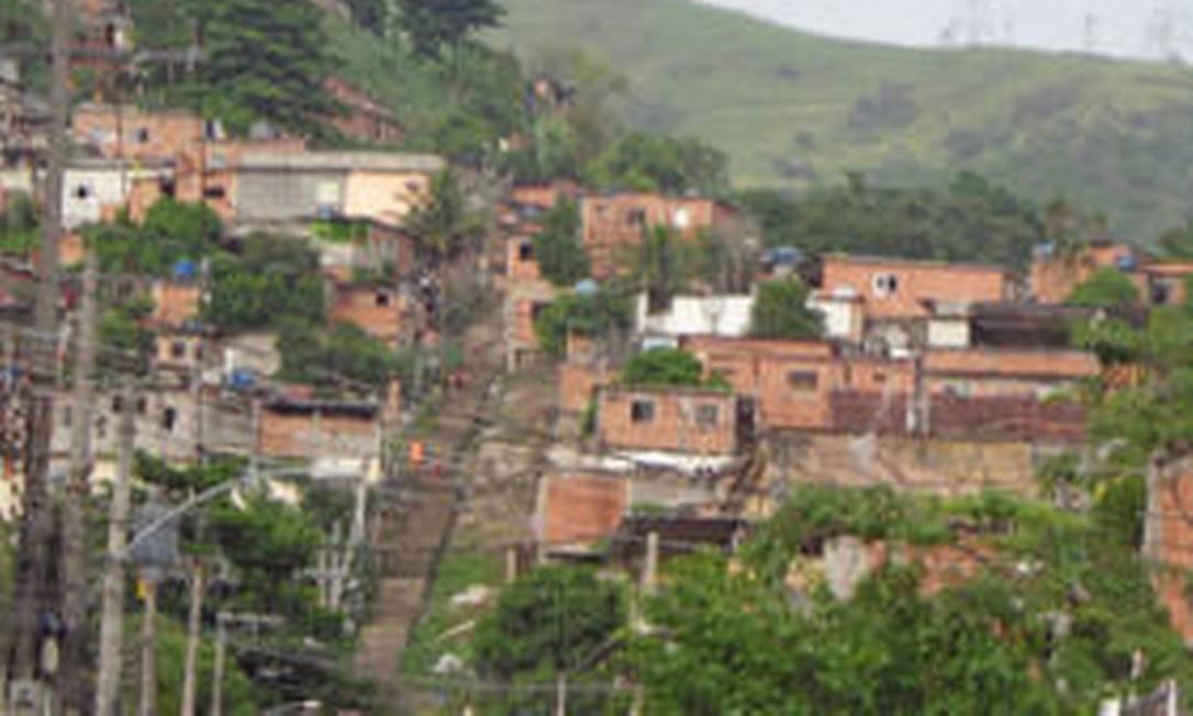 Polícia Militar sobrevoa o Complexo do Lins Foto: Divulgação
