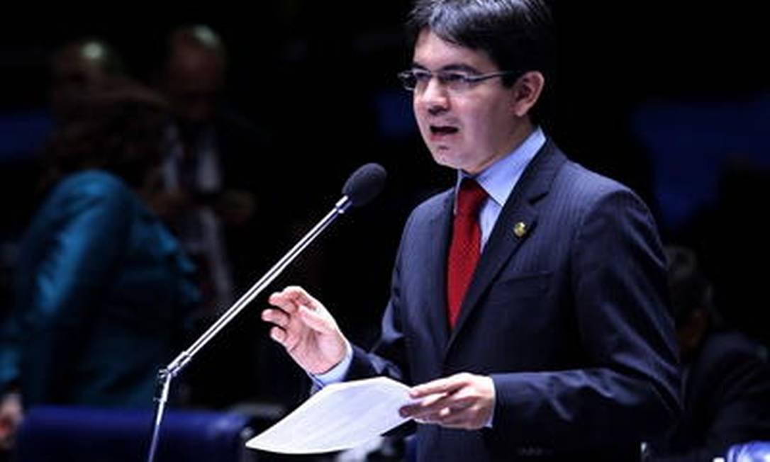 O senador do PSOL Randolfe Rodrigues Foto: O Globo / Aílton de Freitas