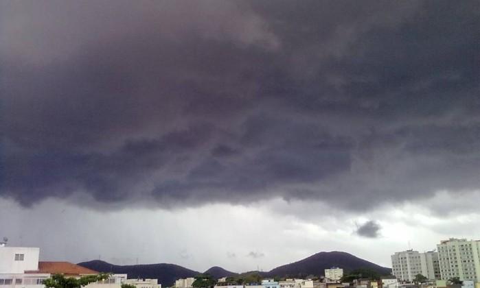 Nuvens carregadas prenunciam a chuva em Jacarepaguá Foto do leitor Renato Silva / Eu-repórter