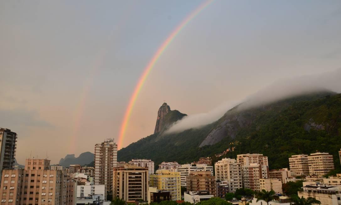 Após o forte temporal que atingiu o Rio na noite de terça-feira, a cidade amanheceu com um lindo arco-íris nesta quarta Eu-Repórter / Foto do leitor Michael Strugale