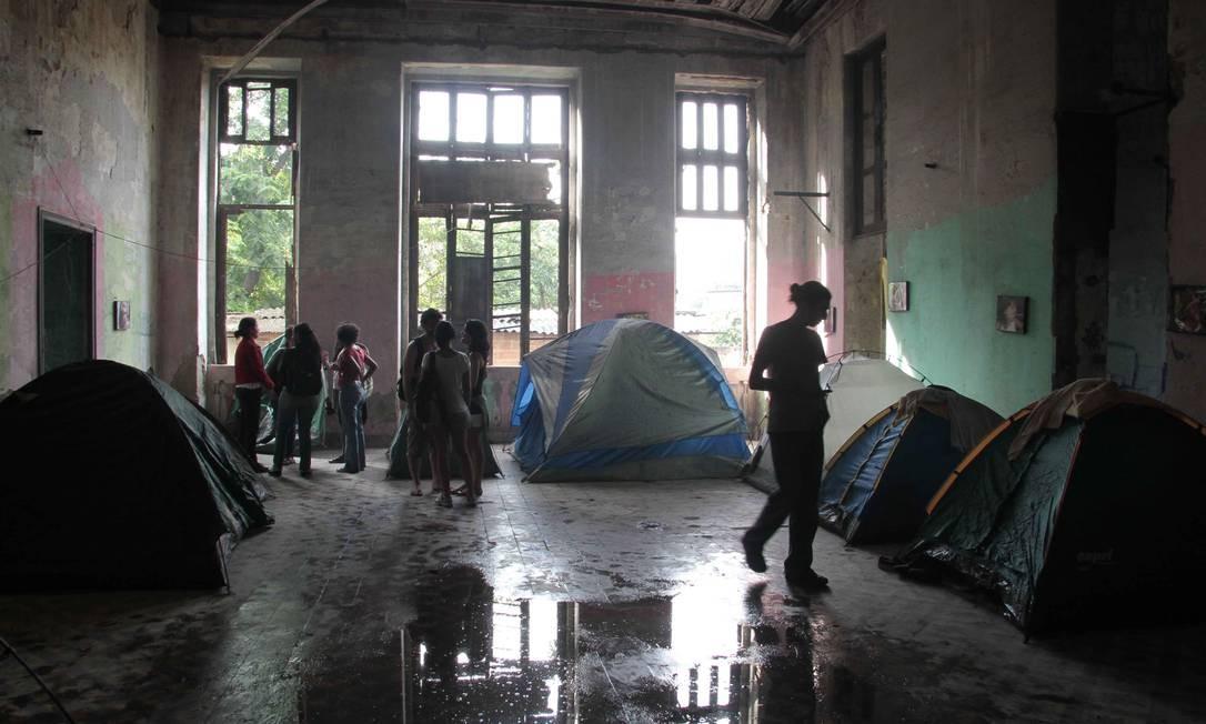 Manifestação contra a desocupação do antigo Museu do Índio, no Maracanã em 12/01/2013 Foto: Reginaldo Pimenta / Agência O Globo