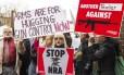 Manifestantes realizaram protesto em frente ao escritório da NRA em dezembro passado