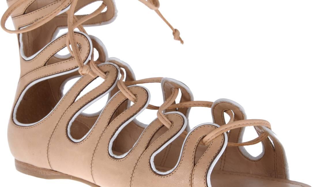 Preço da sandália rasteira crua da Arezzo cai de R$ 239,90 para R$ 199,90 Divulgação