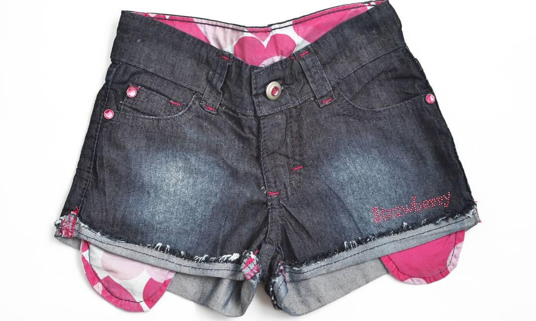 Roupas infantis também entram em promoção. Na Casual Kids, short jeans com bolso aparente, de R$ 76,60 por R$ 39,90 Divulgação